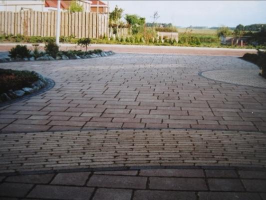 Zelf oprit bestraten asfalt bestrating with zelf oprit for Tuin renoveren tips